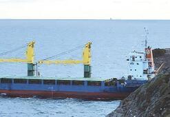 Hacizli yük gemisi KARAYA OTURDU
