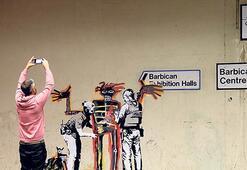 Banksy'den iki yeni sokak resmi