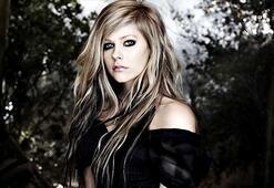 İnternetin en tehlikeli ünlüsü Avril Lavigne