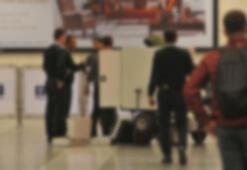 Atatürk Havalimanı'nda akıllara durgunluk veren olay Kendi yeleklerini giydirip...