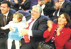 DSP'liler Ecevit'i mavi defileyle andı