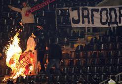 ultrAslan bayrağı yaktılar