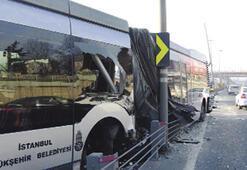 Metrobüs kazası korkuttu