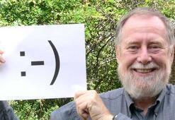 Gülen yüz emojisi 35 yaşında