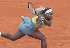 Serena da havlu attı