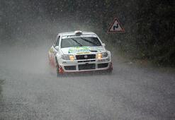 Yağmur ve dolu altında yarıştılar