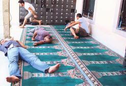 Mülteci akını İzmir camilerini taşırdı