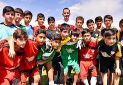 Emre Aşık Çocuklar İçin Futbol elçisi oldu