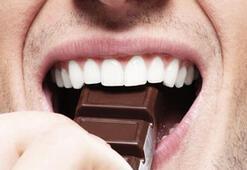 Haftada bir paket çikolata erkeklere iyi geliyor