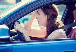 Kadınların araba kullanırken yaptığı hatalar ve almaları gereken önlemler neler