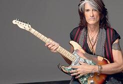 Aerosmith'in gitaristi sahnede fenalaştı