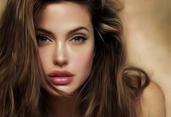 Hollywood yıldızı Angelina Jolie zirveye damgasını vurdu