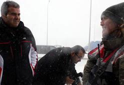 Bakan karda nöbet tutan kadın askere şaşırdı