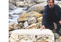 Tarihi eserler kıyıya vurdu