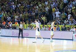 İşte o an Ergin Ataman ve Mahmut Uslu...
