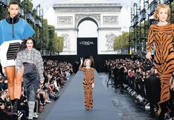 Paris'te  güzeller geçidi