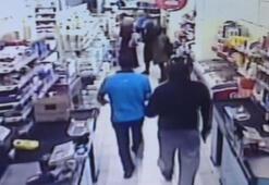 Müşterilerin şaşkın bakışları arasında silahlı soygun
