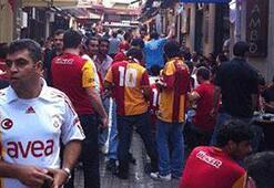 G.Saraylı taraftarlar Beyoğlunda toplandı