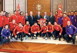 Galatasarayı bıraktı, dalga konusu oldu