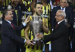 Fenerbahçe Doğuşa kupasını Bakan Bak verdi