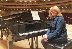 Dünyaca ünlü piyanist İdil Biret Leyla Gencer sahnesinde