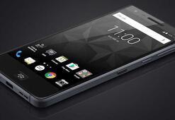 BlackBerrynin suya dayanıklı yeni akıllı telefonu Motiona ait ilk görüntü geldi