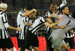 Juventus yendi, Roma puan kaybetti