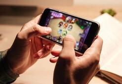 21 yaşındaki kadın telefonunda bütün gün oyun oynayınca kör oldu