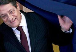 Rum lider Rum Merkez Bankası Başkanının istifasını istedi