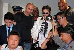 Filipinlerde Selena Gomez izdihamı