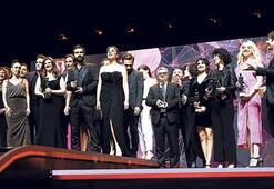 Antalya'da büyük ödül 'Melekler Beyaz Giyer'e