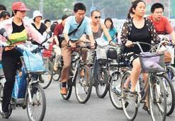 İngilizler bisiklete, Çinliler otomobile