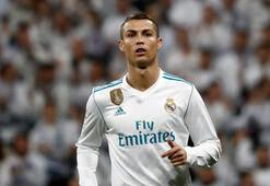 Ronaldo forma numarası kadar çocuk istiyor
