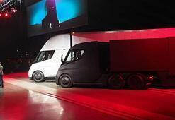 Tesla ilk elektrikli tırı Semi ve yeni spor otomobili Roadsterı tanıttı
