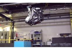 Atlas robot artık havada ters takla atabiliyor