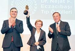 'Tıp Onur Ödülü' Profesör Neyzi'ye