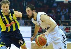 Fenerbahçe Ülker liderliğe devam etti