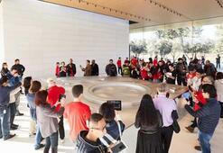 Apple Park Ziyaretçi Merkezi halka açıldı Satın alabileceğiniz her şey var