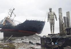 İskeleden geriye heykel kaldı