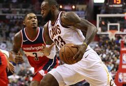 LeBron James alev aldı 57 sayı...