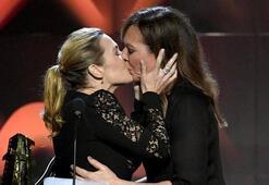 Kate Winsletin dudak dudağa öpüşmesi geceyi sarstı