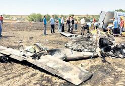 Eğitim uçağı  tarlaya düştü: 2 ölü