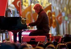 Tuluyhan Uğurludan Kapalıçarşıda konser