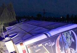 İzmirde minibüs devrildi: 11 yaralı