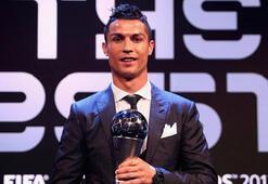 FIFA yılın futbolcusu Ronaldo seçildi