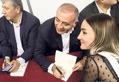 CHP'liler, Berberoğlu'nun  yazdığı kitabı imzaladı
