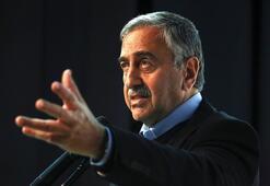 Cumhurbaşkanı Akıncı: Başbakan ayağımıza kurşun sıkıyor