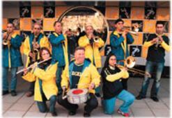 Bu bandonun rengi sarı-lacivert
