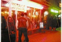 Cadde geceleri İskele'ye yanaşıyor