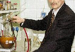 'Mucit profesör'  petrolü buldu...